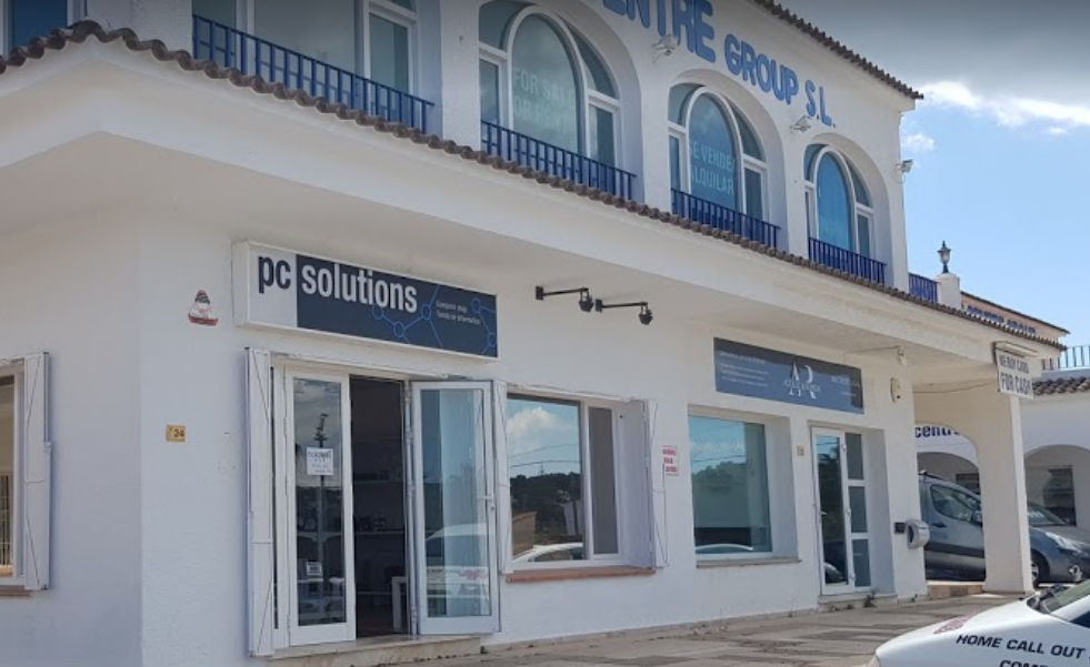 Outside PC shop morarira